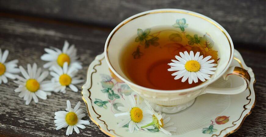 conciliar el sueño taza de manzanilla